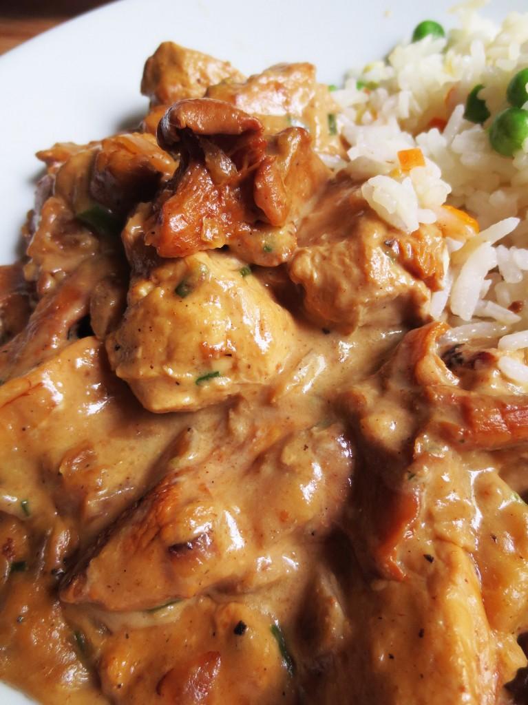 Blancs de poulet la cr me et aux girolles je cuisine - Comment cuisiner des blancs de poulet ...